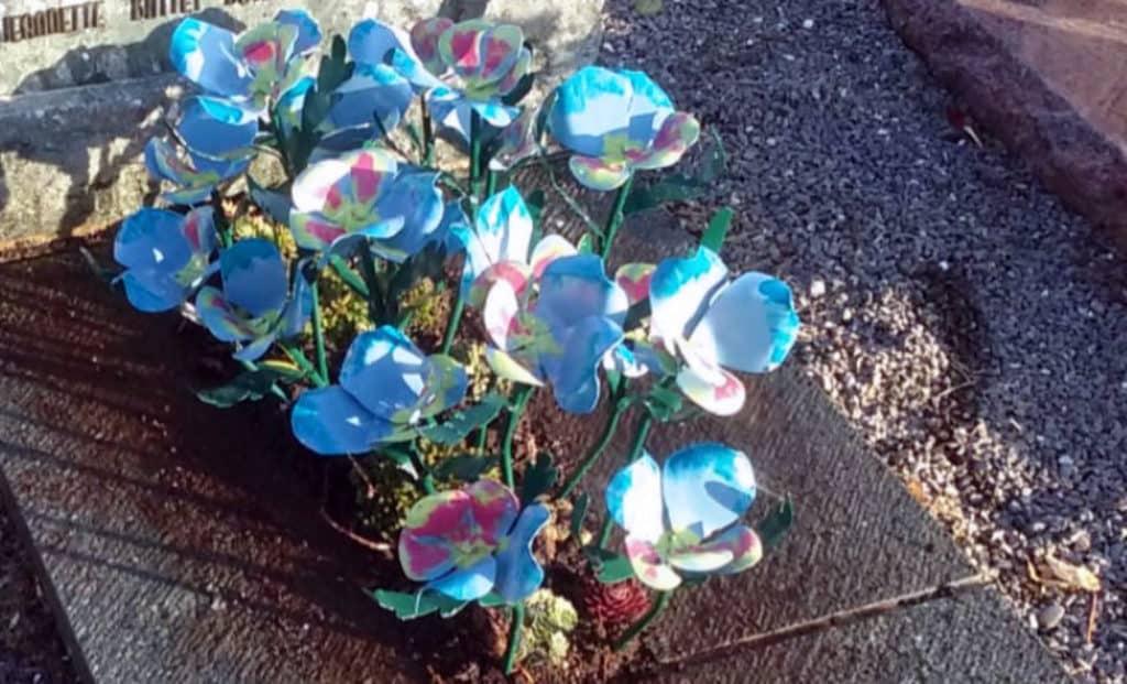 Fleurs sur tombe